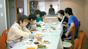 eating together in small groups, players are served Korean food, mostly vegetables
